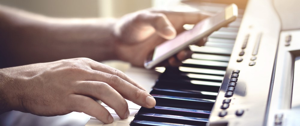 Sign up for an online piano course